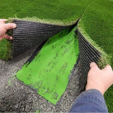 Layering a artificial grass seam