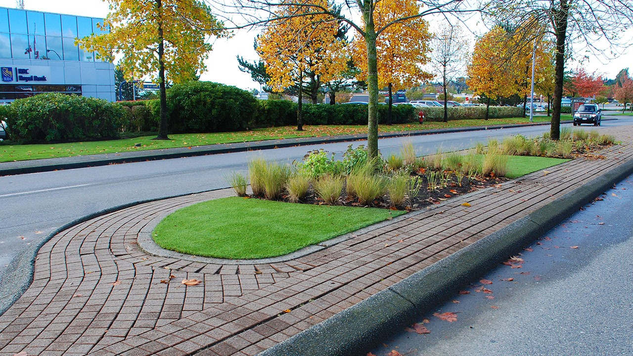 Artificial grass on road divider