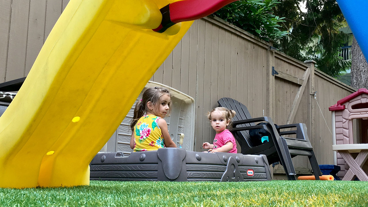 playground-grass-artificial-turf-for-kids-and-pets-bella-turf-grass-_0002_photo-2017-08-08-5-56-39-pm