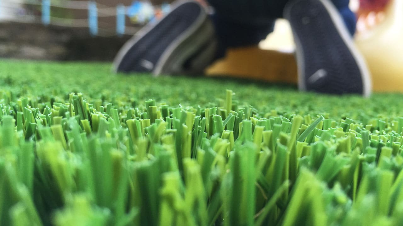 playground-grass-artificial-turf-for-kids-and-pets-bella-turf-grass-_0010_img_6420