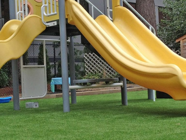 playground-grass-artificial-turf-for-kids-and-pets-bella-turf-grass-_0011_img_2122