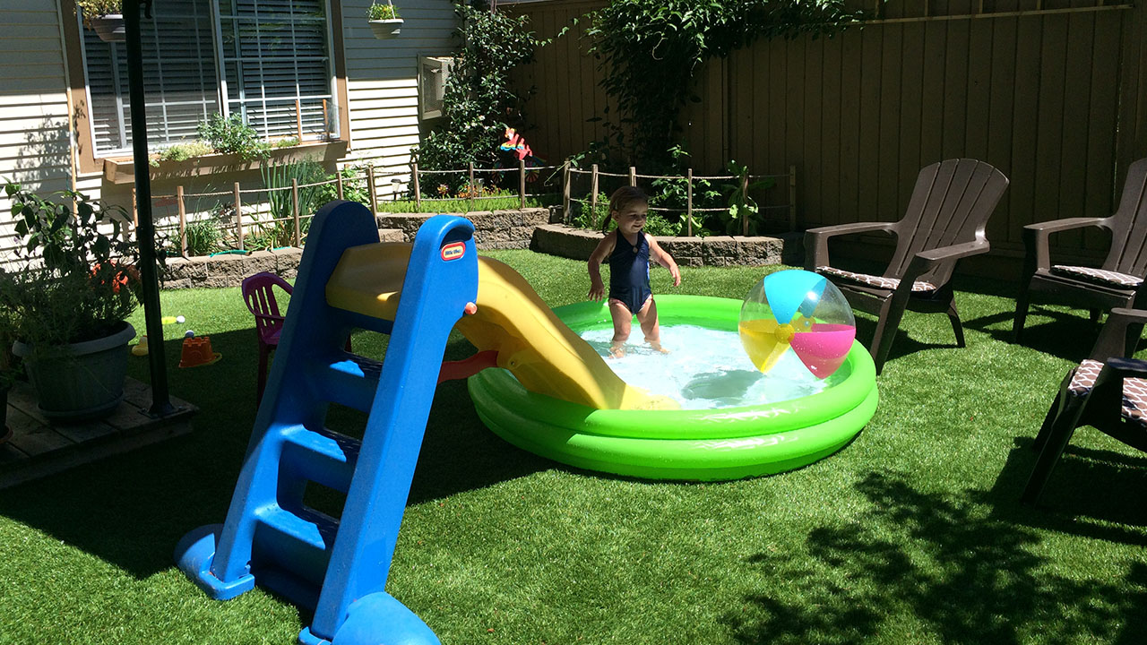 playground-grass-artificial-turf-for-kids-and-pets-bella-turf-grass-_0020_2015-07-19-12.36.00